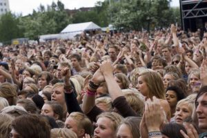 festival-crowd-at-peace-love-1432342.jpg